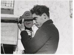 <로버트카파의 첫사랑 타로가 찍은, 카메라를 든 카파>